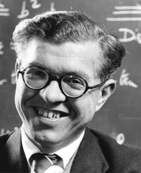 Fred Hoyle, padre de la panspermia.