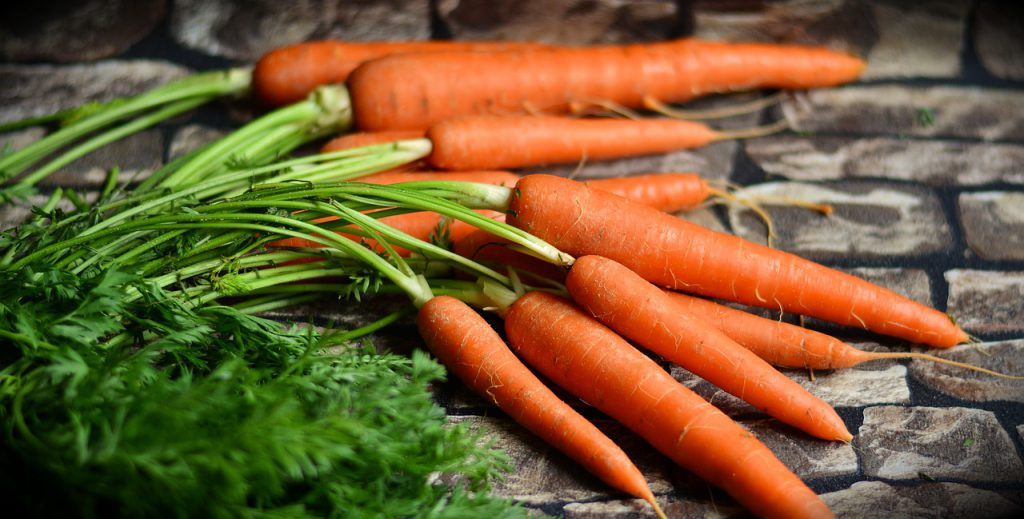 Zanahorias: fuentes de beta-caroteno.